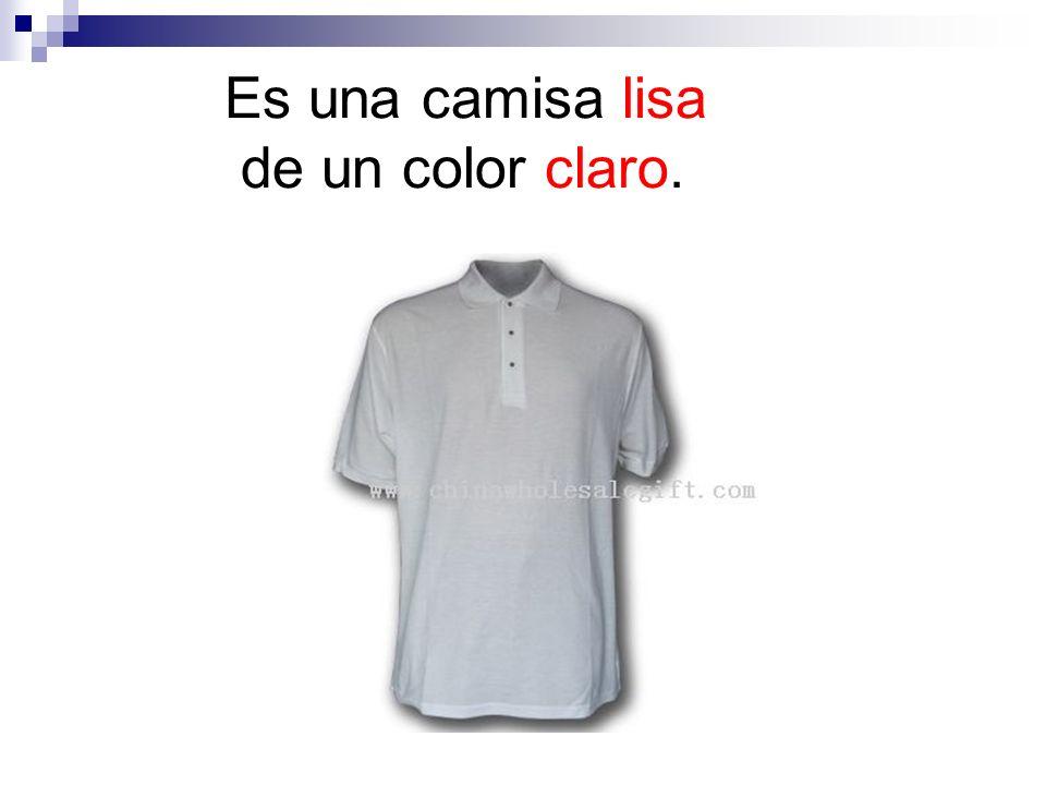Es una camisa lisa de un color claro.