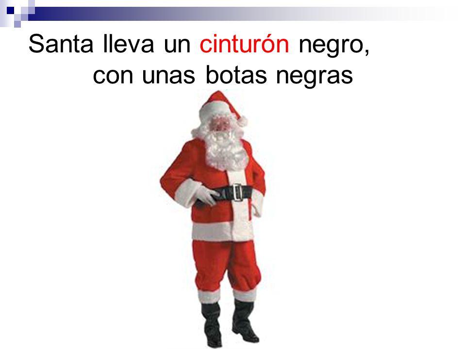 Santa lleva un cinturón negro, con unas botas negras