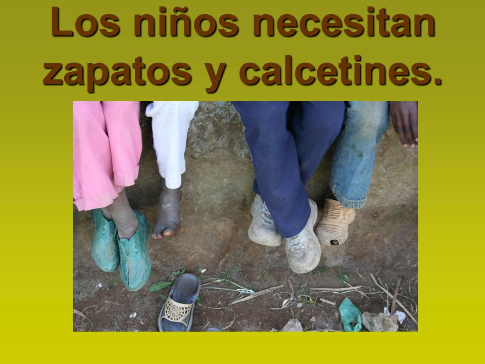 Los niños necesitan zapatos y calcetines.