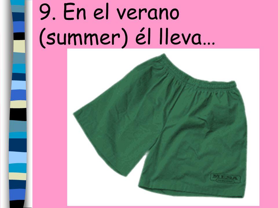 9. En el verano (summer) él lleva…