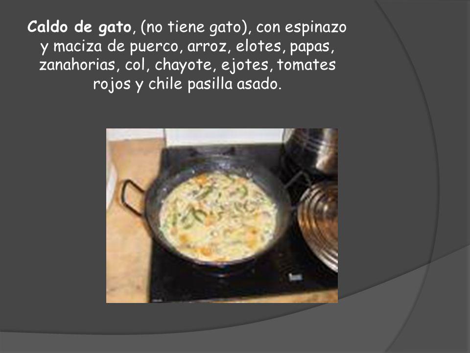 Caldo de gato, (no tiene gato), con espinazo y maciza de puerco, arroz, elotes, papas, zanahorias, col, chayote, ejotes, tomates rojos y chile pasilla asado.