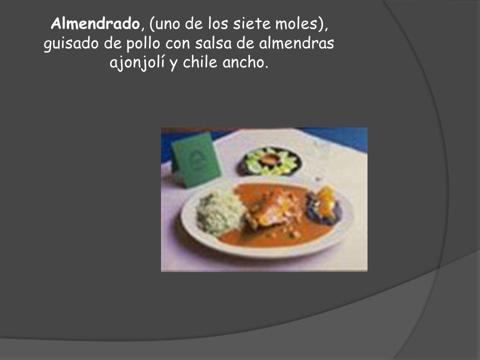 Almendrado, (uno de los siete moles), guisado de pollo con salsa de almendras ajonjolí y chile ancho.