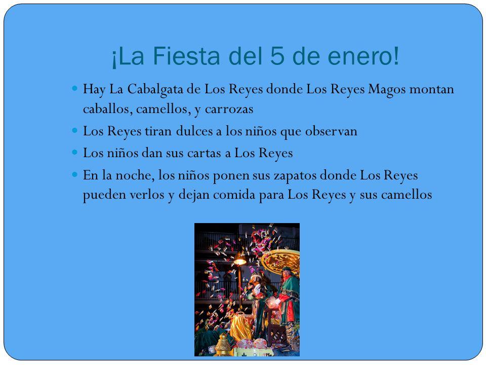 ¡La Fiesta del 5 de enero! Hay La Cabalgata de Los Reyes donde Los Reyes Magos montan caballos, camellos, y carrozas.