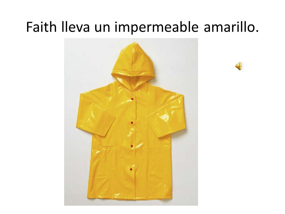 Faith lleva un impermeable amarillo.