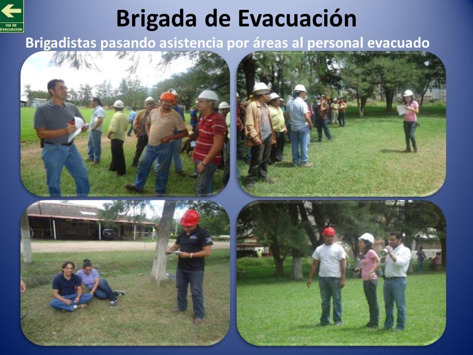 Brigada de Evacuación Brigadistas pasando asistencia por áreas al personal evacuado