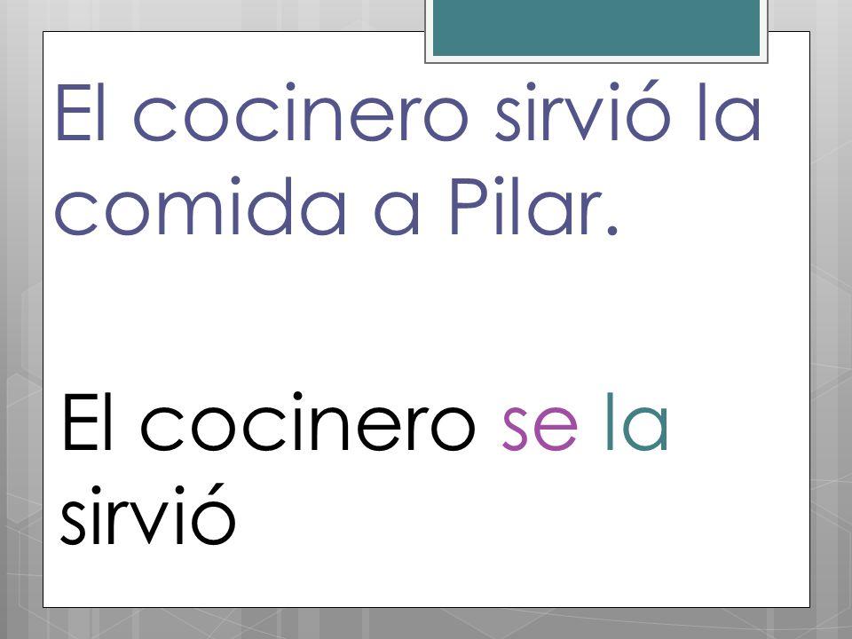 El cocinero sirvió la comida a Pilar.