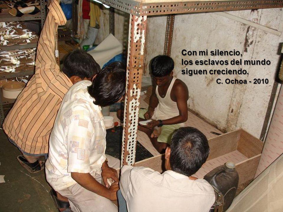 Con mi silencio, los esclavos del mundo siguen creciendo. C. Ochoa - 2010