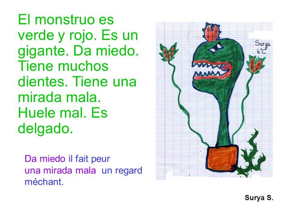 El monstruo es verde y rojo. Es un gigante. Da miedo