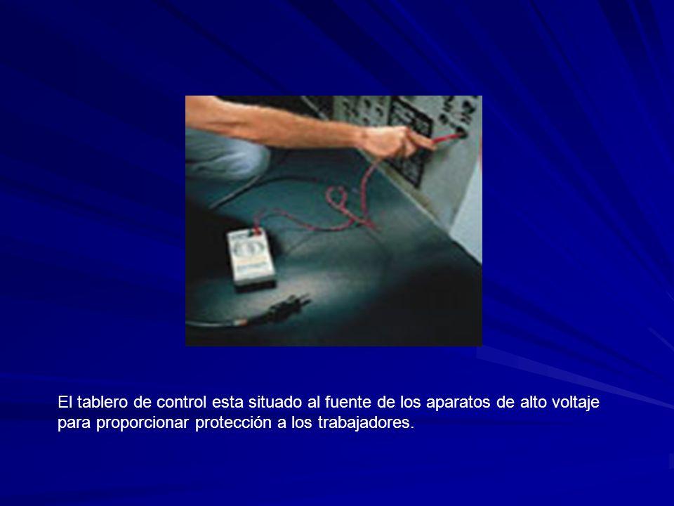 El tablero de control esta situado al fuente de los aparatos de alto voltaje para proporcionar protección a los trabajadores.