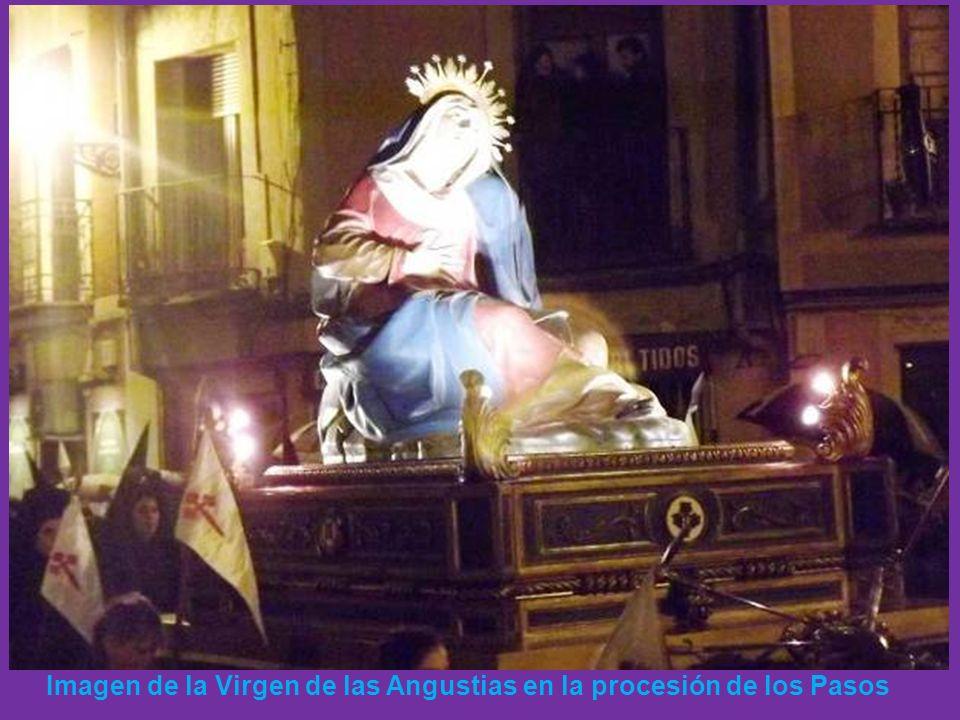 Imagen de la Virgen de las Angustias en la procesión de los Pasos