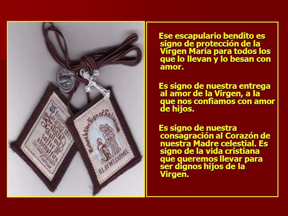 Ese escapulario bendito es signo de protección de la Virgen María para todos los que lo llevan y lo besan con amor.
