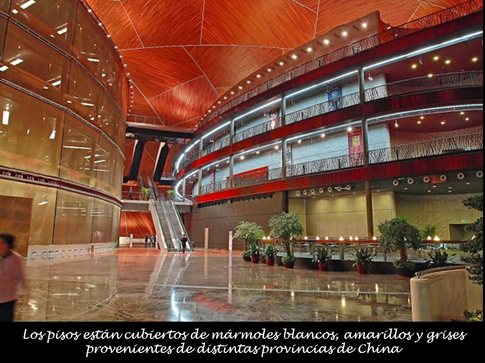Los pisos están cubiertos de mármoles blancos, amarillos y grises provenientes de distintas provincias de China