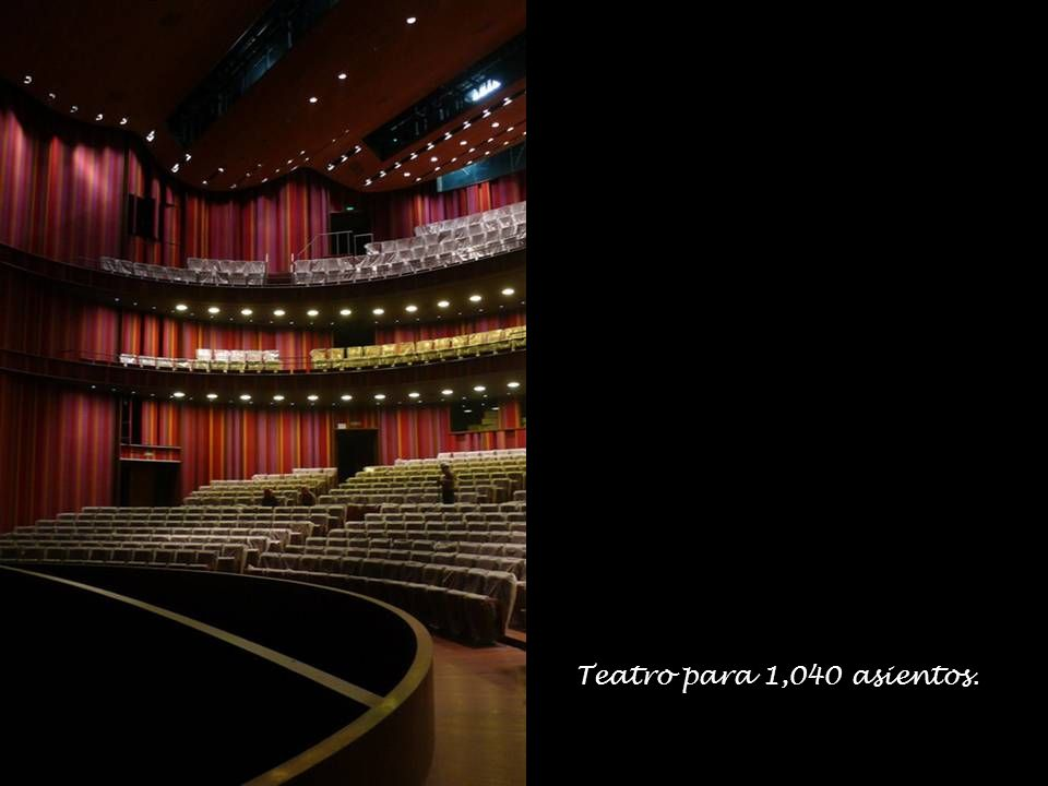 Teatro para 1,040 asientos.