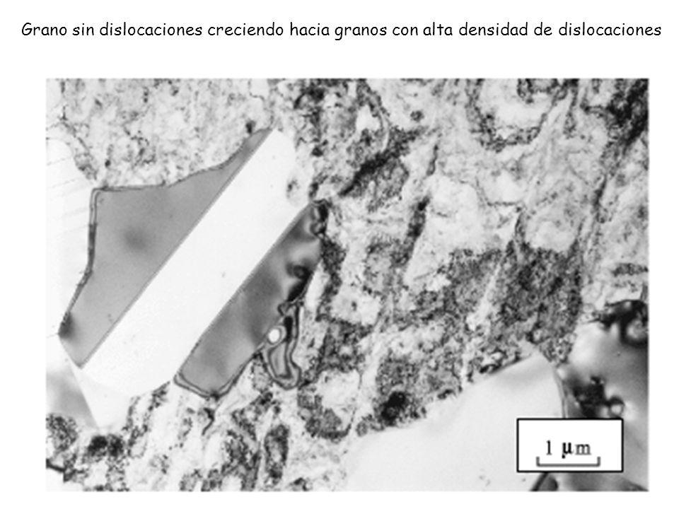 Grano sin dislocaciones creciendo hacia granos con alta densidad de dislocaciones