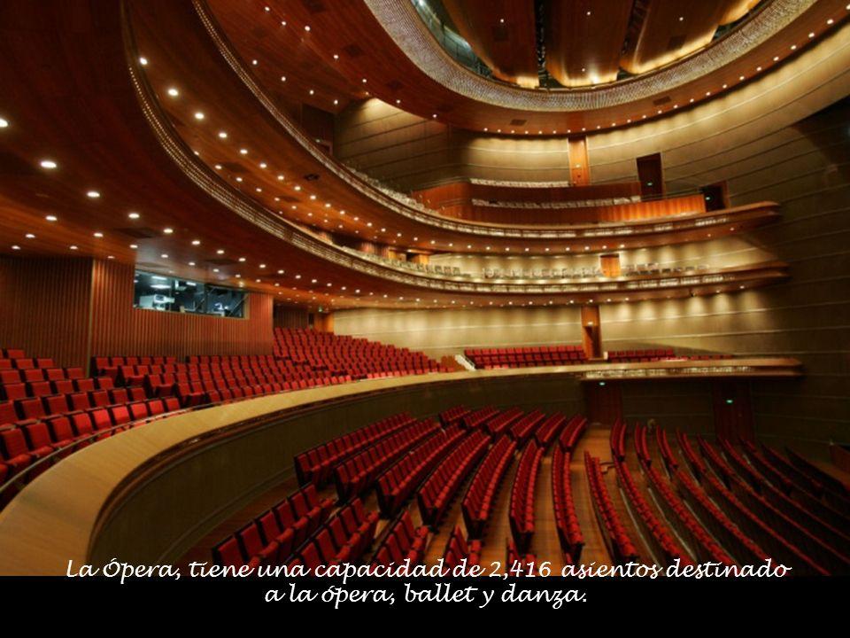 La Ópera, tiene una capacidad de 2,416 asientos destinado