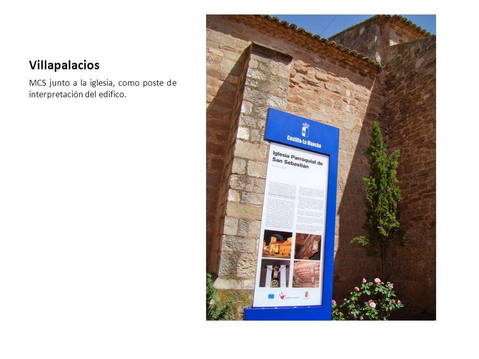 Villapalacios MCS junto a la iglesia, como poste de interpretación del edifico.