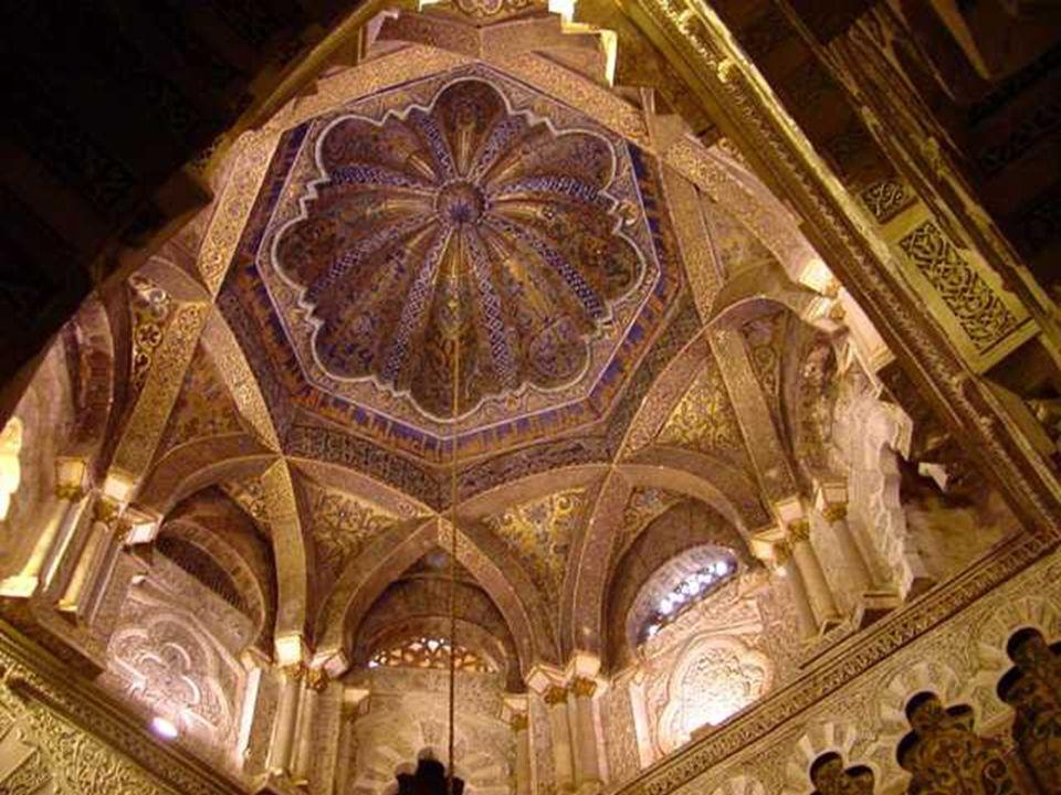 Todas las cúpulas tienen en común que están formadas por arcos de medio punto de sillería, que se entrecruzan, dejando un polígono central, cerrándose los huecos con plementería de mampuesto.
