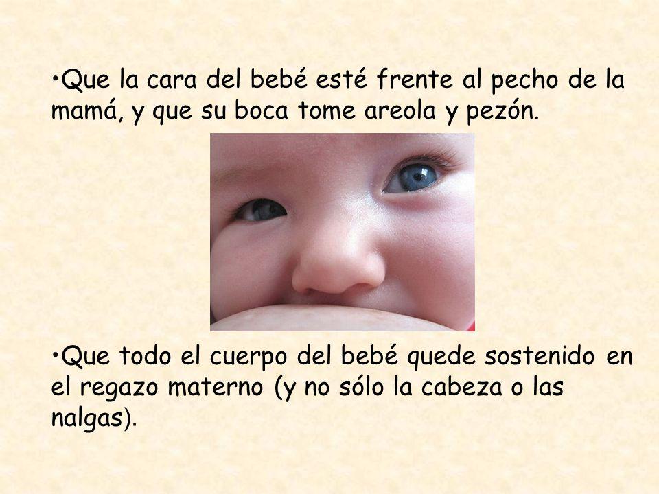 Que la cara del bebé esté frente al pecho de la mamá, y que su boca tome areola y pezón.