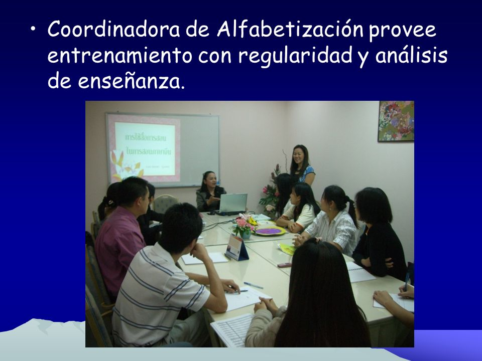 Coordinadora de Alfabetización provee entrenamiento con regularidad y análisis de enseñanza.
