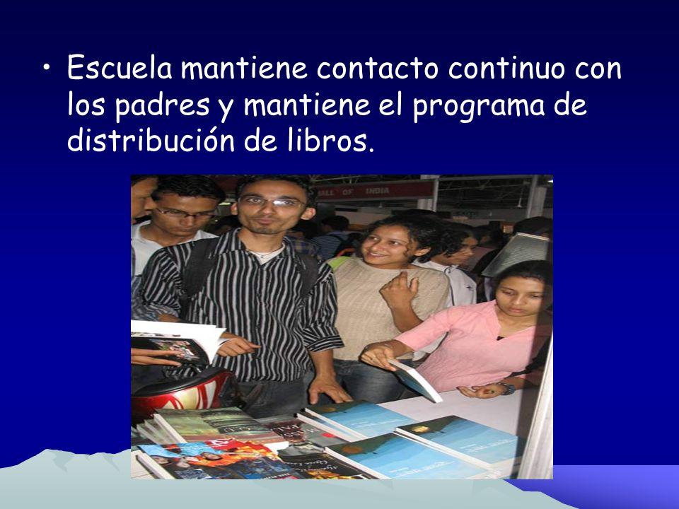 Escuela mantiene contacto continuo con los padres y mantiene el programa de distribución de libros.