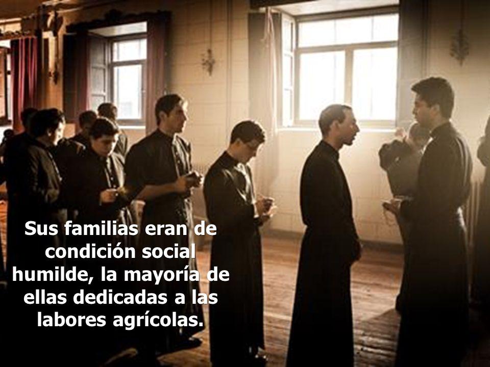 Sus familias eran de condición social humilde, la mayoría de ellas dedicadas a las labores agrícolas.