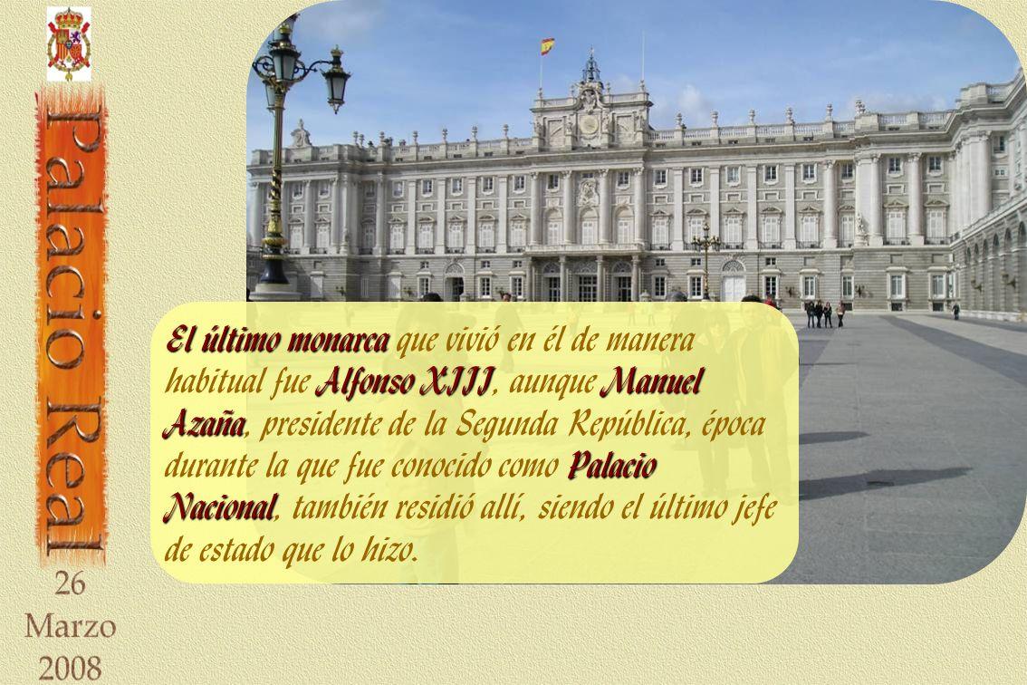 El último monarca que vivió en él de manera habitual fue Alfonso XIII, aunque Manuel Azaña, presidente de la Segunda República, época durante la que fue conocido como Palacio Nacional, también residió allí, siendo el último jefe de estado que lo hizo.