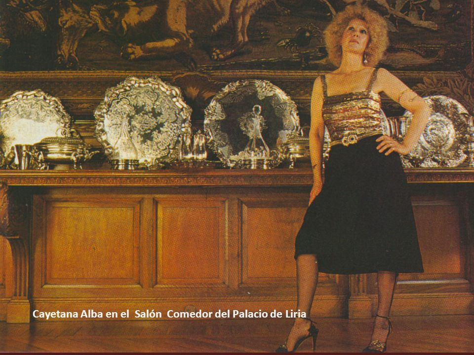 Cayetana Alba en el Salón Comedor del Palacio de Liria