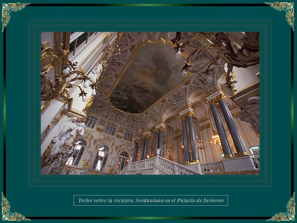 Techo sobre la escalera Jordaniana en el Palacio de Invierno