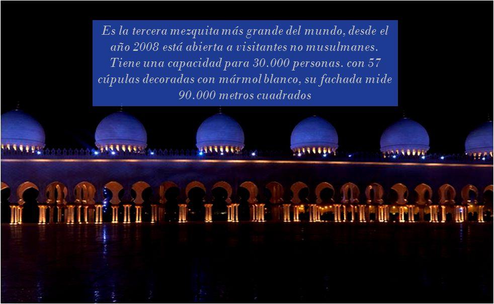Es la tercera mezquita más grande del mundo, desde el año 2008 está abierta a visitantes no musulmanes.