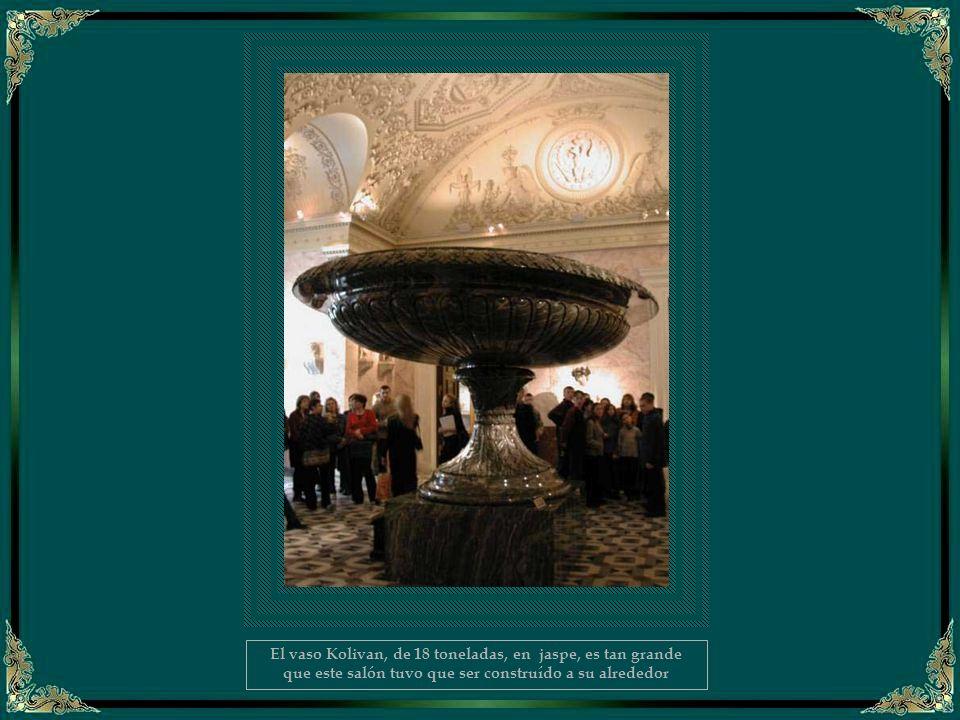 El vaso Kolivan, de 18 toneladas, en jaspe, es tan grande que este salón tuvo que ser construído a su alrededor