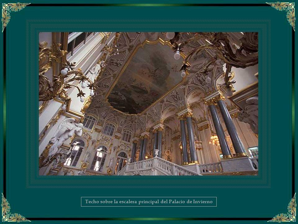 Techo sobre la escalera principal del Palacio de Invierno