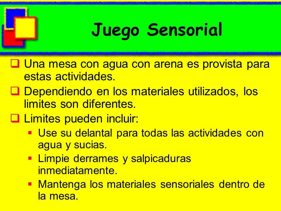 Juego Sensorial Una mesa con agua con arena es provista para estas actividades.