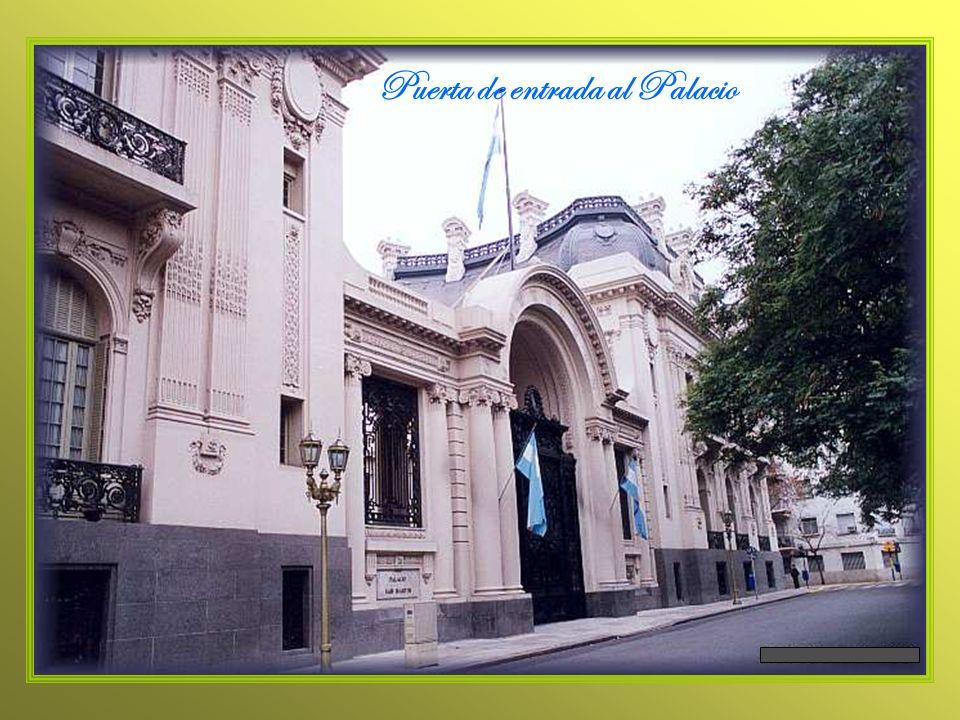Puerta de entrada al Palacio