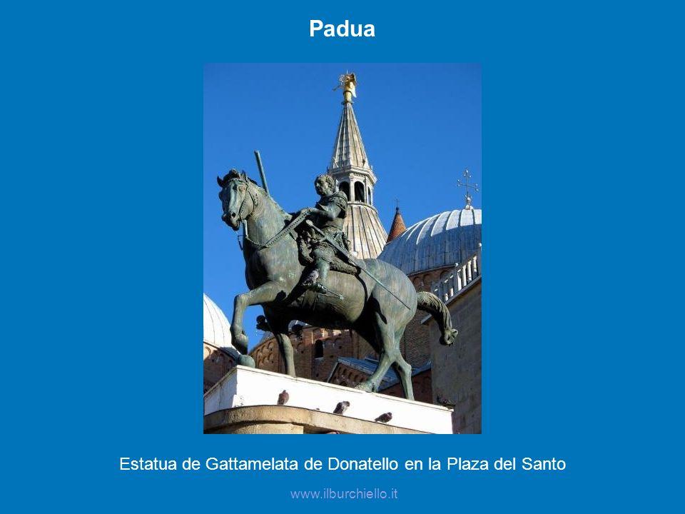 Estatua de Gattamelata de Donatello en la Plaza del Santo
