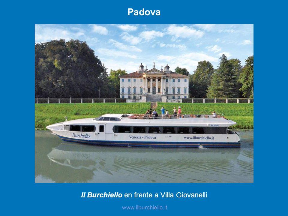 Il Burchiello en frente a Villa Giovanelli