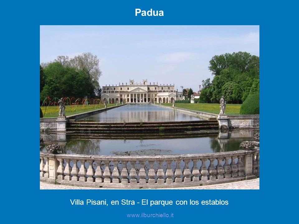 Villa Pisani, en Stra - El parque con los establos