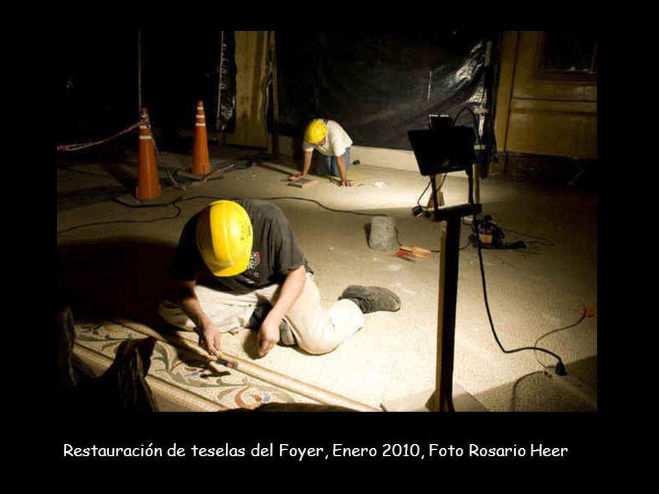 Restauración de teselas del Foyer, Enero 2010, Foto Rosario Heer