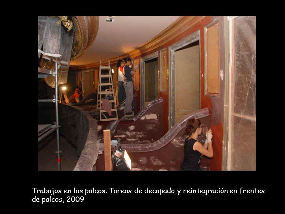 Trabajos en los palcos. Tareas de decapado y reintegración en frentes de palcos, 2009
