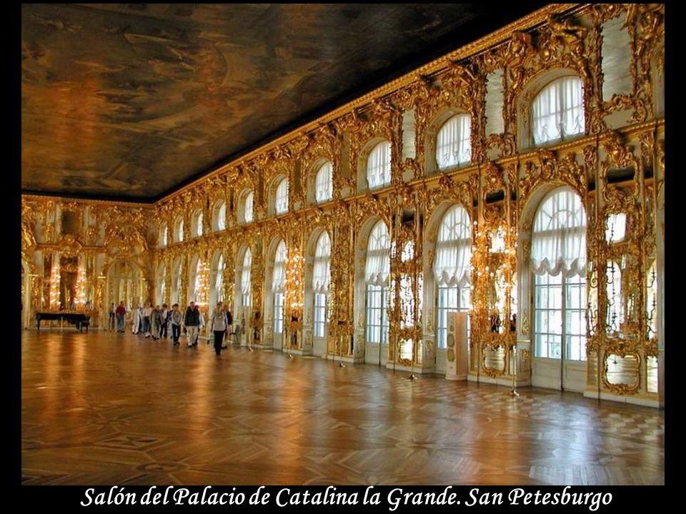 Salón del Palacio de Catalina la Grande. San Petesburgo