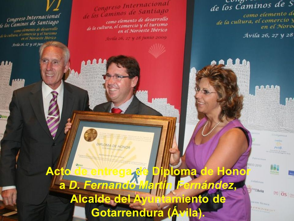 Acto de entrega de Diploma de Honor a D