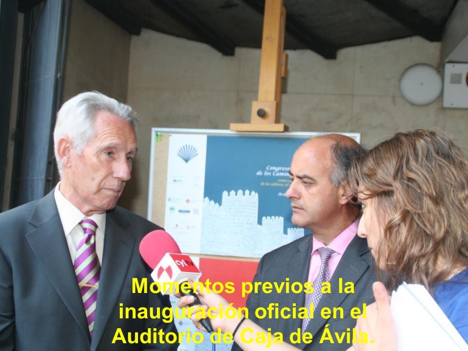 Momentos previos a la inauguración oficial en el Auditorio de Caja de Ávila.