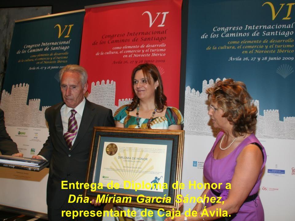 Entrega de Diploma de Honor a Dña