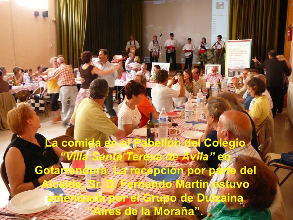 La comida en el Pabellón del Colegio Villa Santa Teresa de Ávila en Gotarrendura.