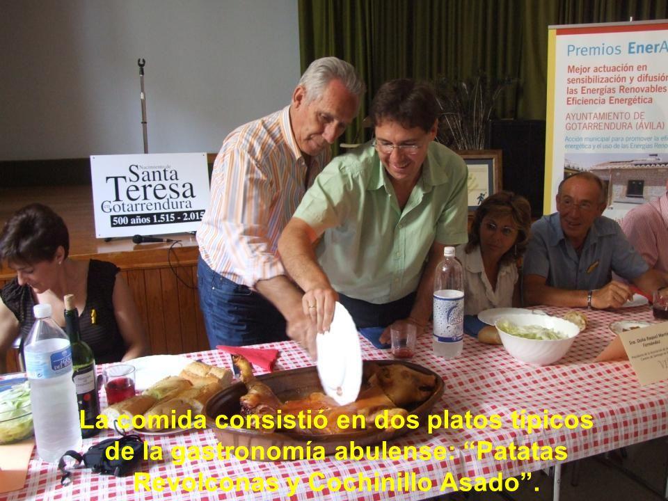 La comida consistió en dos platos típicos de la gastronomía abulense: Patatas Revolconas y Cochinillo Asado .