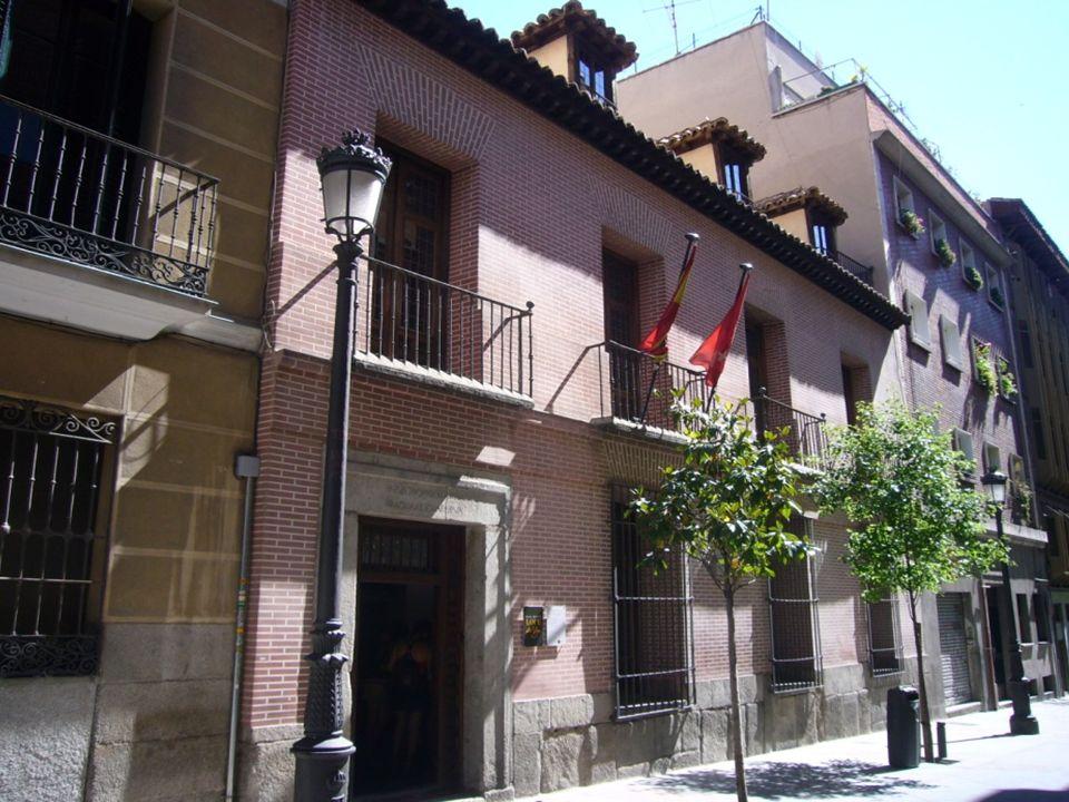 Casa de Lope de Vega Es la típica vivienda, de gente acomodada, del siglo XVII. El poeta vivió en ella de 1610 a 1635 en que falleció.