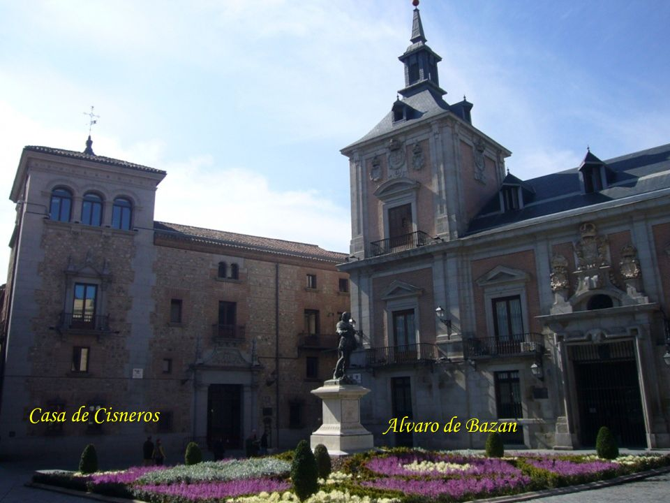 Plaza de la Villa Ayuntamiento.