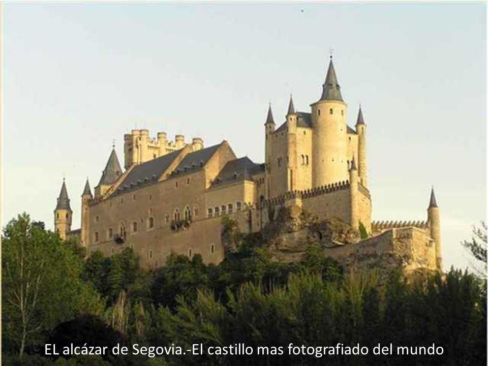 EL alcázar de Segovia.-El castillo mas fotografiado del mundo