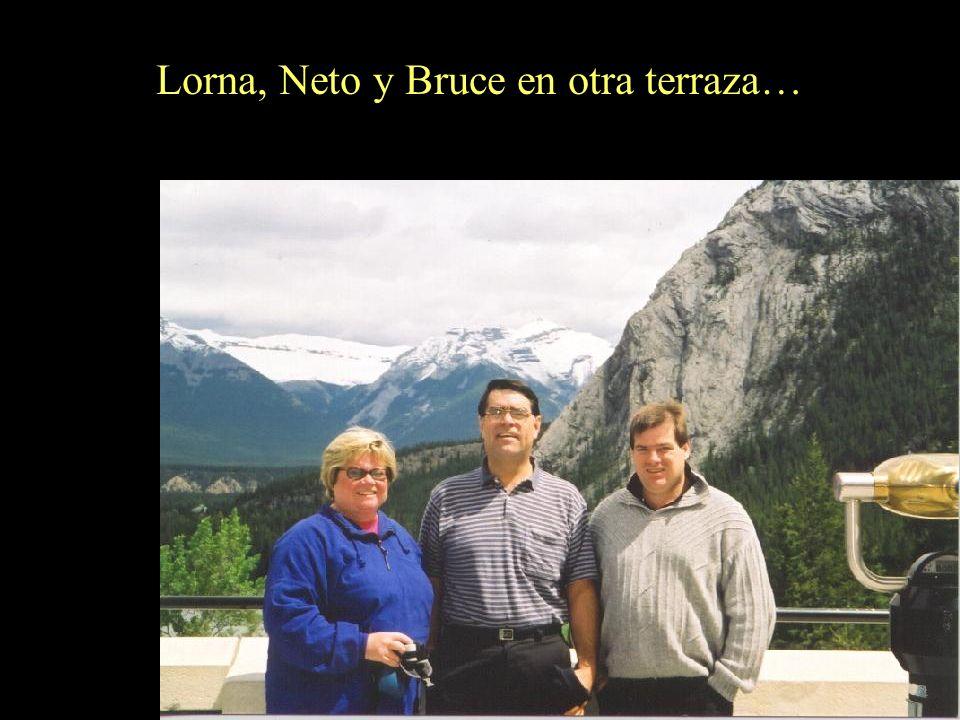 Lorna, Neto y Bruce en otra terraza…