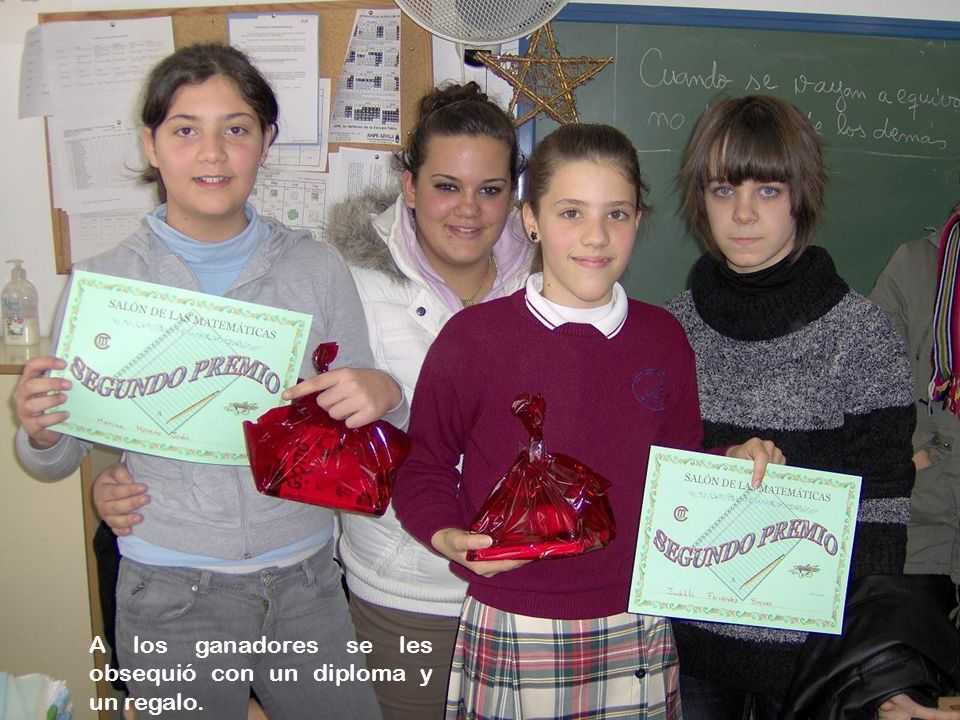 A los ganadores se les obsequió con un diploma y un regalo.