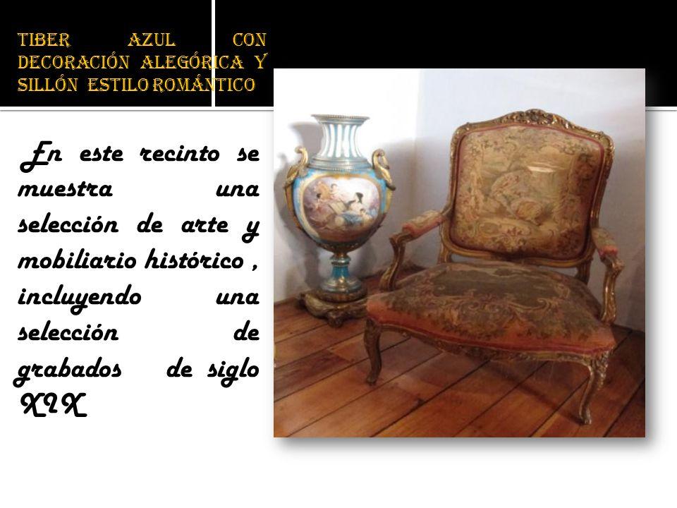 Tiber azul con decoración alegórica y sillón estilo romántico